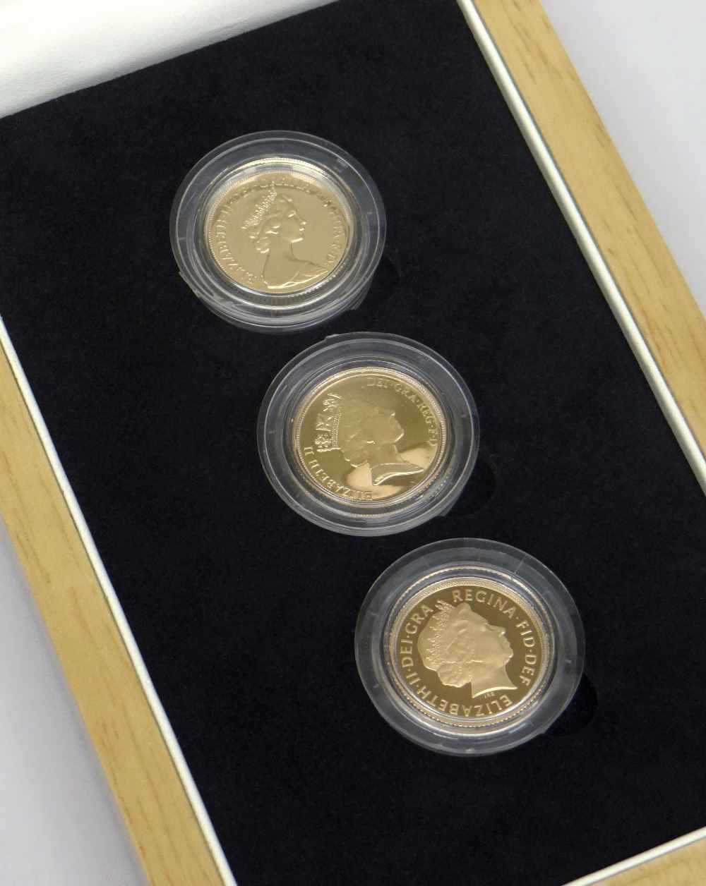 THE FACES OF QUEEN ELIZABETH II PROOF GOLD FULL SOVEREIGN THREE COIN SET dated 1980, 1985 and 2006
