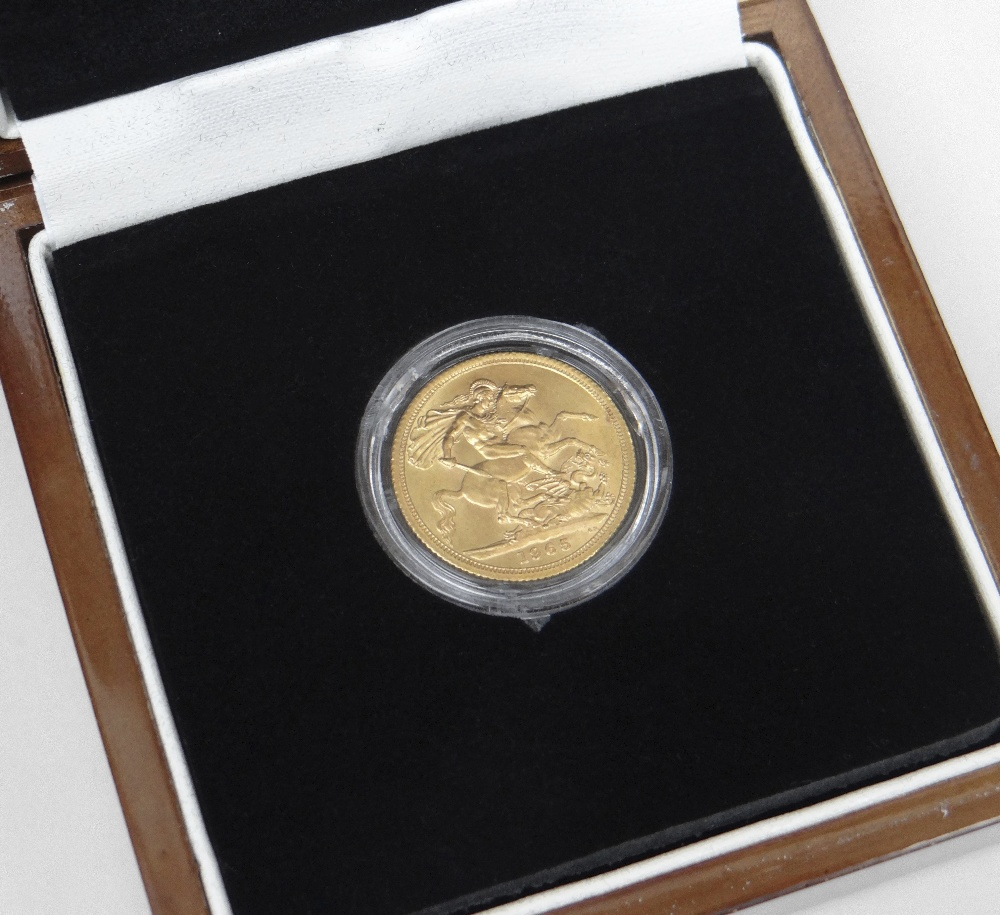 ELIZABETH II GOLD FULL SOVEREIGN DATED 1965 IN PRESENTATION BOX Condition Report: In good overall