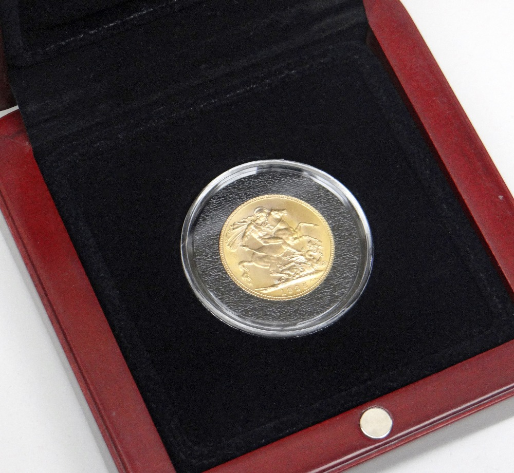 GEORGE V GOLD SOVEREIGN DATED 1925 IN PRESENTATION BOX with certificate of Authenticity and