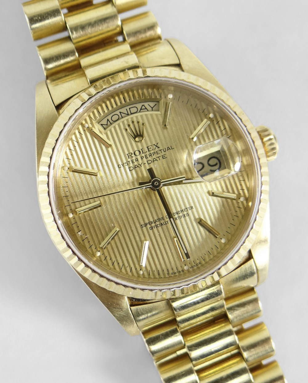 18CT GOLD ROLEX OYSTER PERPETUAL DAY DATE SUPERLATIVE CHRONOMETER WRISTWATCH, the circular dial