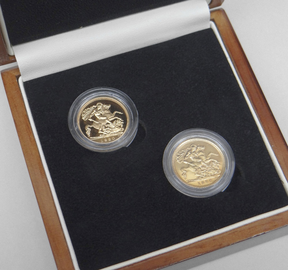 THE QUEEN ELIZABETH II FIRST HALF SOVEREIGNS PAIR DATED 1980 AND 1982. In presentation box with