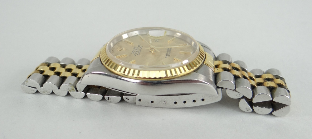 ROLEX OYSTER PERPETUAL DATEJUST SUPERLATIVE CHRONOMETER WRISTWATCH, having baton hands and numerals, - Image 3 of 5
