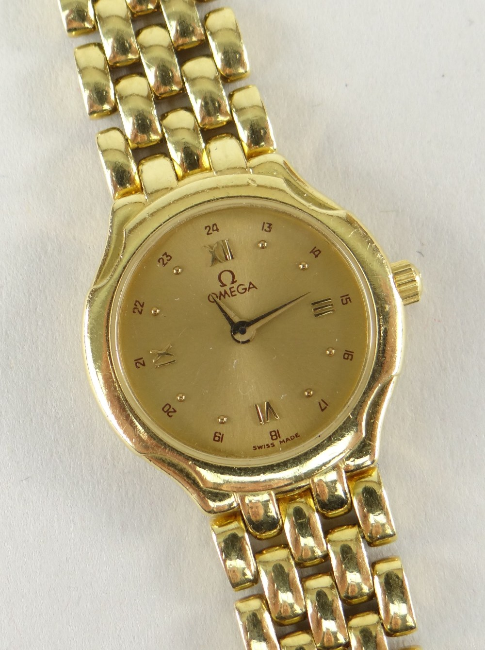 OMEGA 18CT (750) GOLD LADIES WRISTWATCH WITH 'BRICKWORK' BRACELET. 40.6 grams Condition Report: - Image 3 of 6