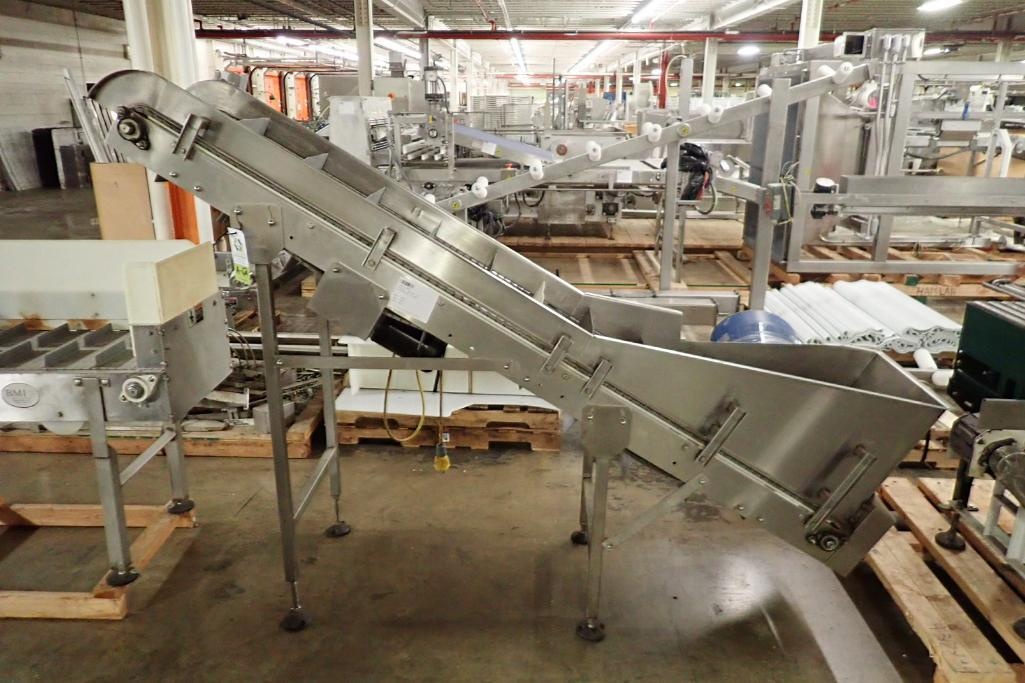 Lot 62 - Incline flighted conveyor {Located in Indianapolis, IN}