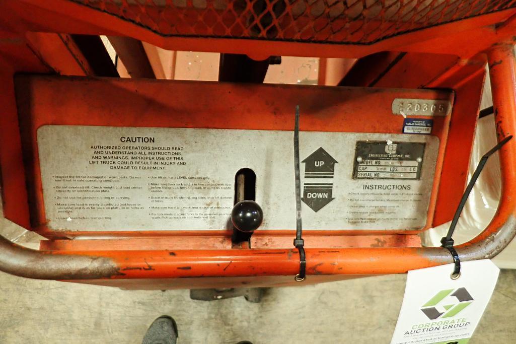 Lotto 119 - Presto electric lift {Located in Indianapolis, IN}