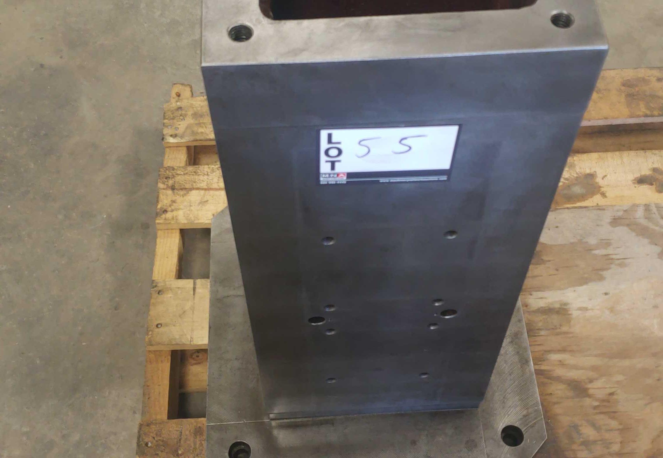 "Tombstone 10"" X 10"" w/ 19-3/4"" X 19-3/4"" base Steel"