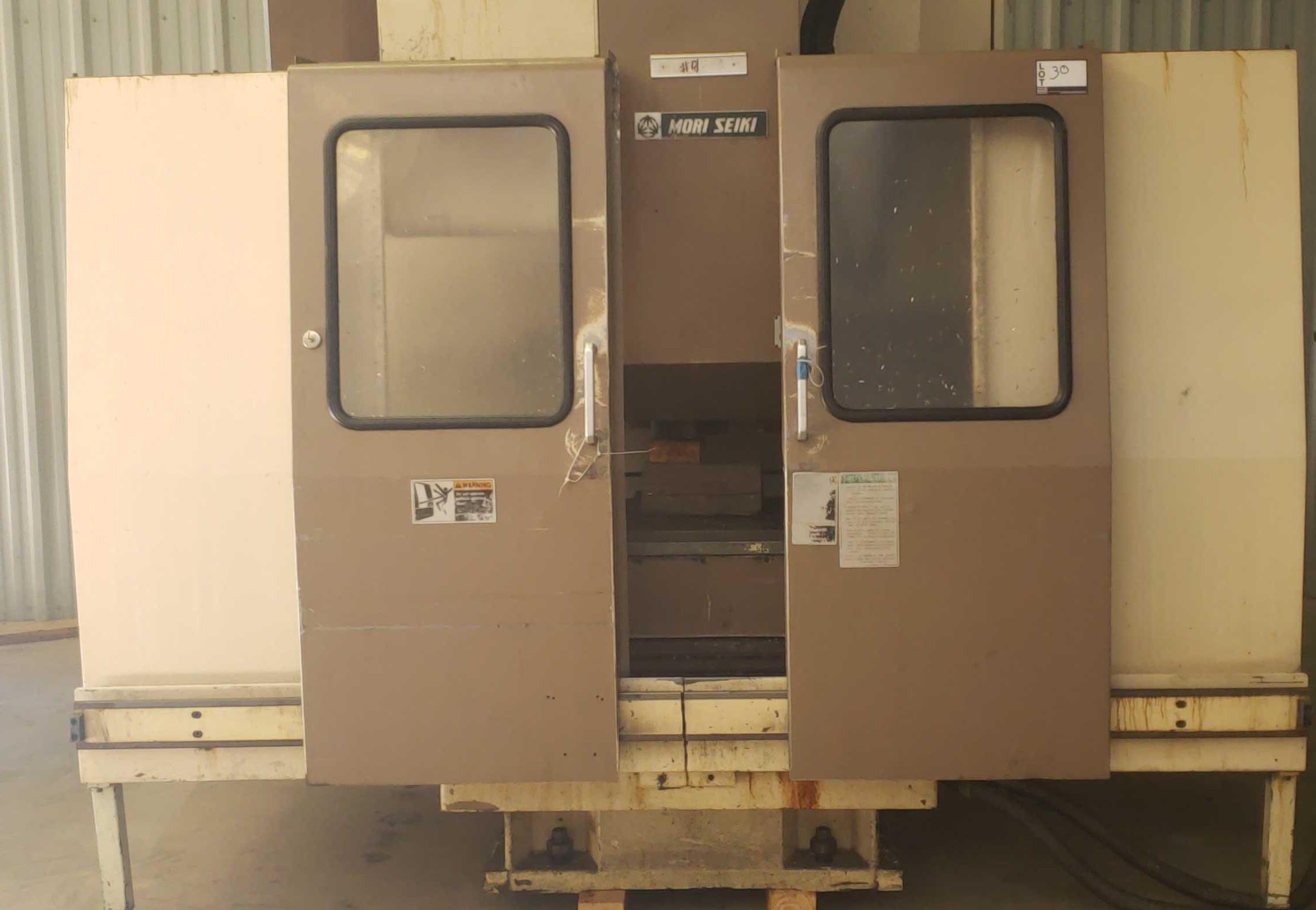 "Mori Seiki MV 40B CNC Mill, Fanuc 11M control w/ LCD screen CAT 40 spindle, 20 POS ATC, 31.5""x X - Image 2 of 6"