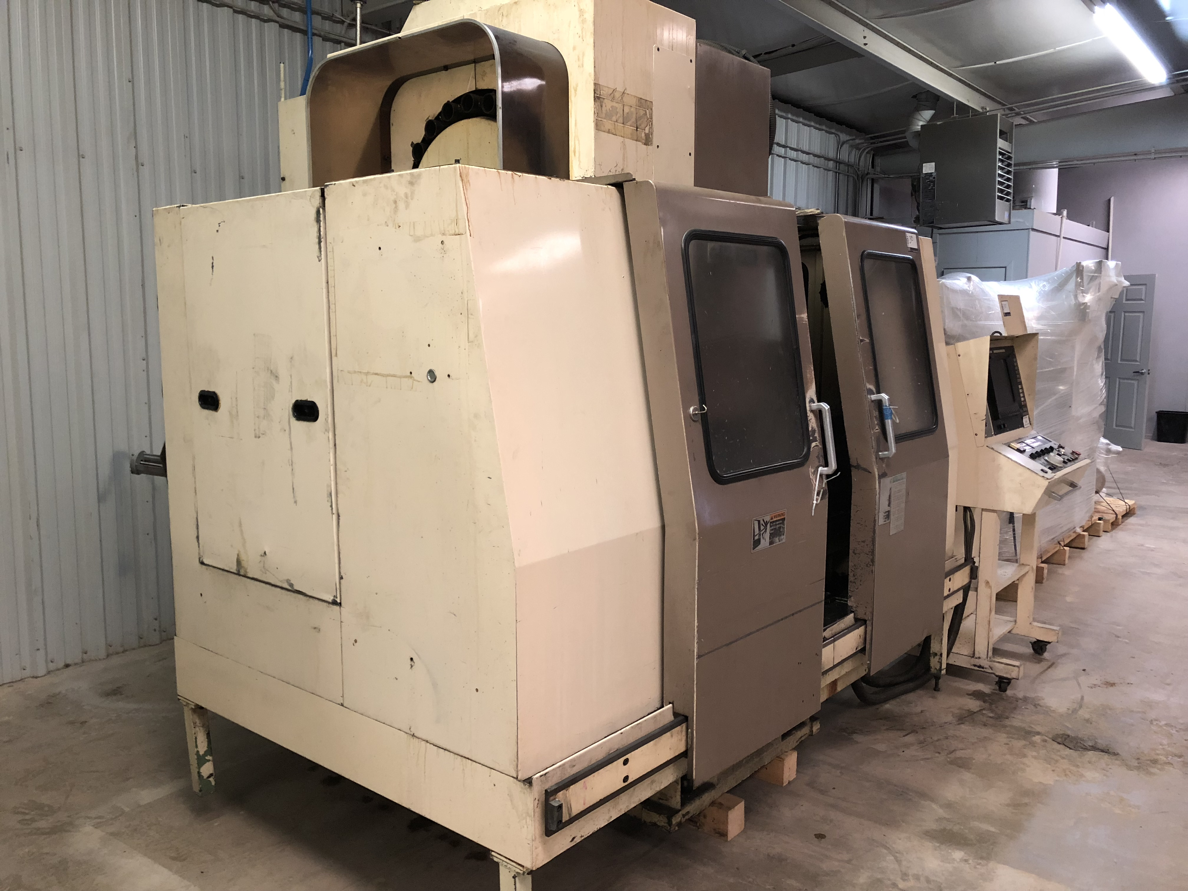 "Mori Seiki MV 40B CNC Mill, Fanuc 11M control w/ LCD screen CAT 40 spindle, 20 POS ATC, 31.5""x X - Image 3 of 6"