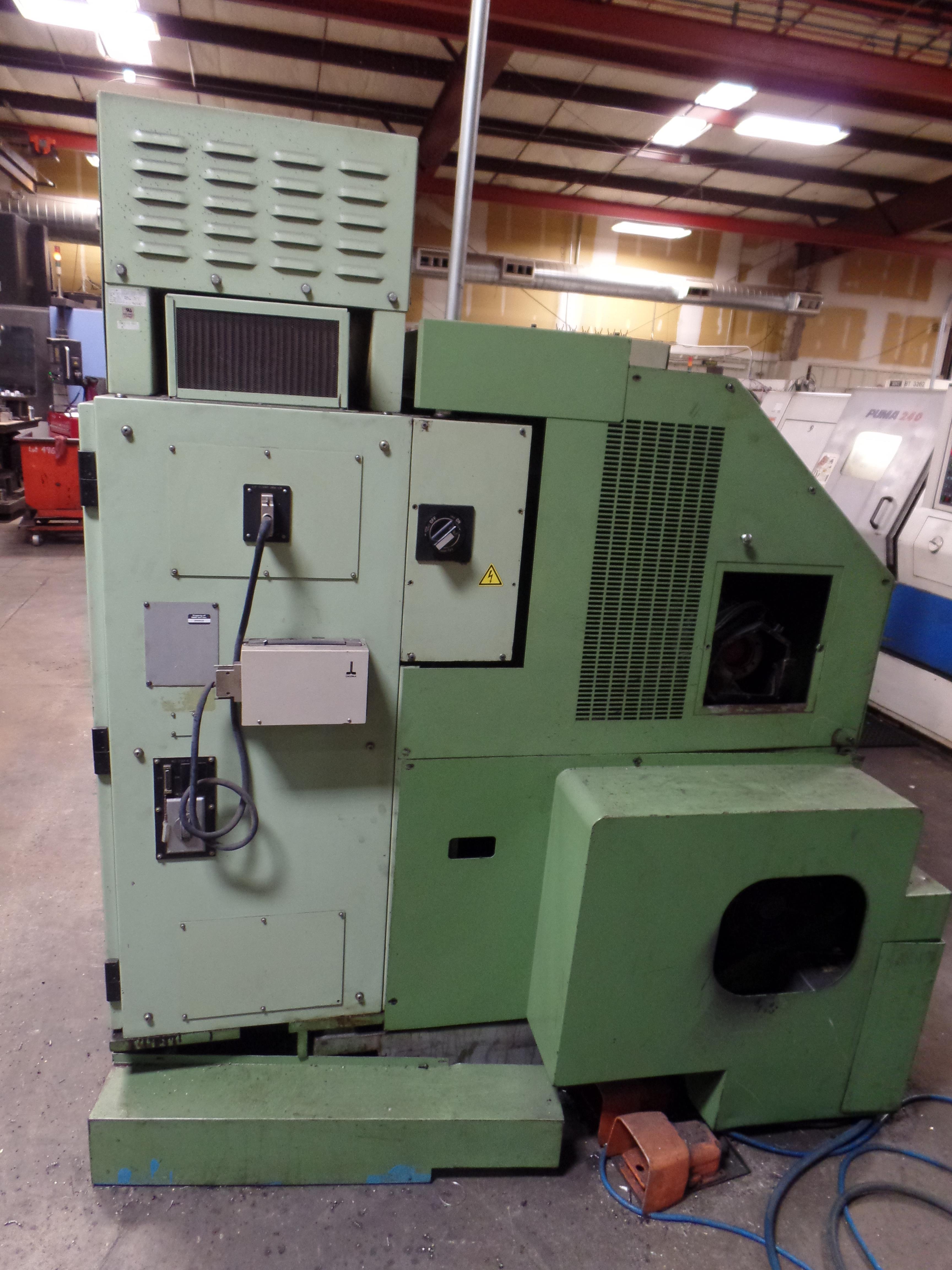 "Lot 11 - 1996 Okuma LB 25 2 Axis CNC Lathe, 5020 control , chip conveyor, 10"" chuck SN: 02109123"