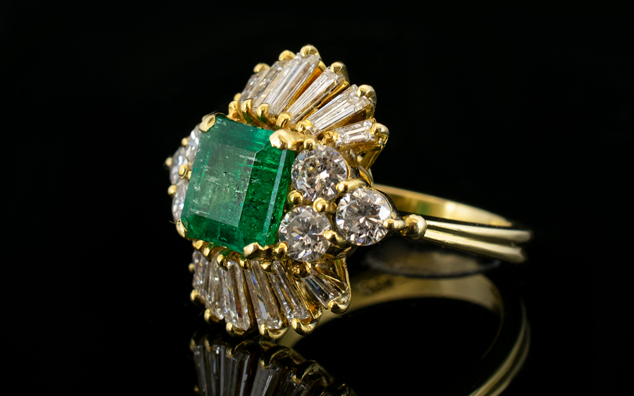 Lot 4 - Stunning 1950's 18ct Gold Emerald and Di