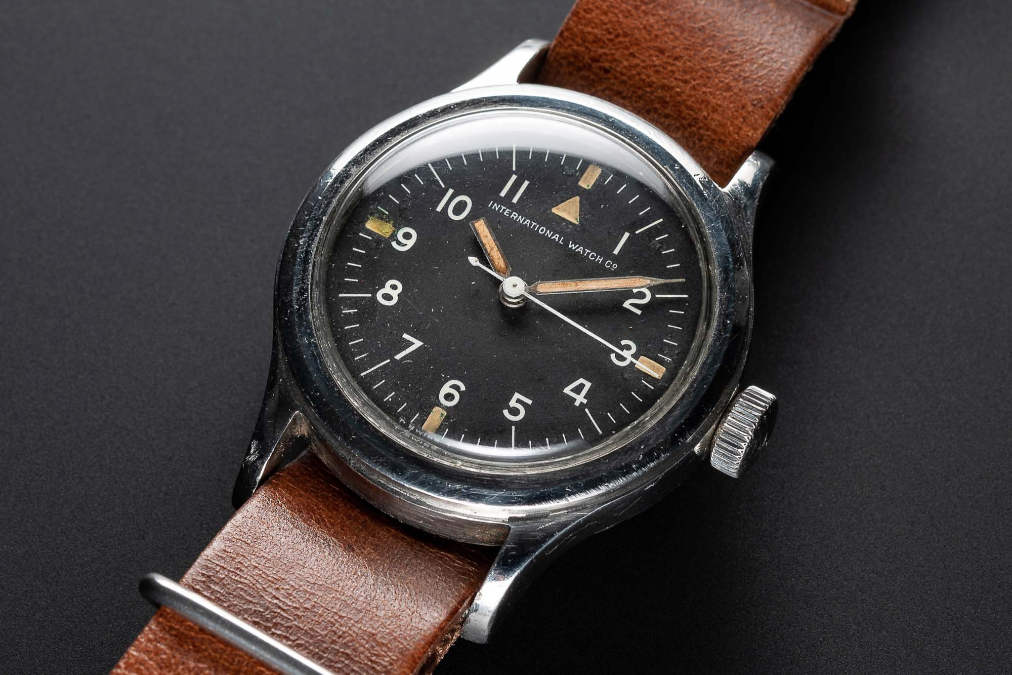 Lot 135 - A VERY RARE GENTLEMAN'S STAINLESS STEEL SOUTH AFRICAN AIR FORCE (SAAF) IWC MARK 11 MILITARY PILOTS