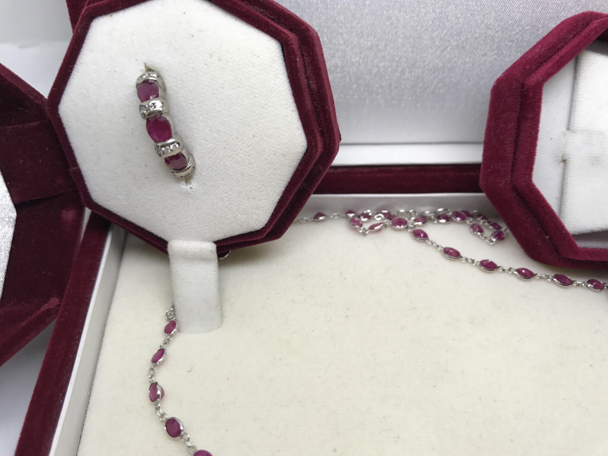 Lot 25 - FINE 18CT GOLD PINK SAPPHIRE NECKLACE 10.00CTS + 14cr RING & 14ct EARRINGS