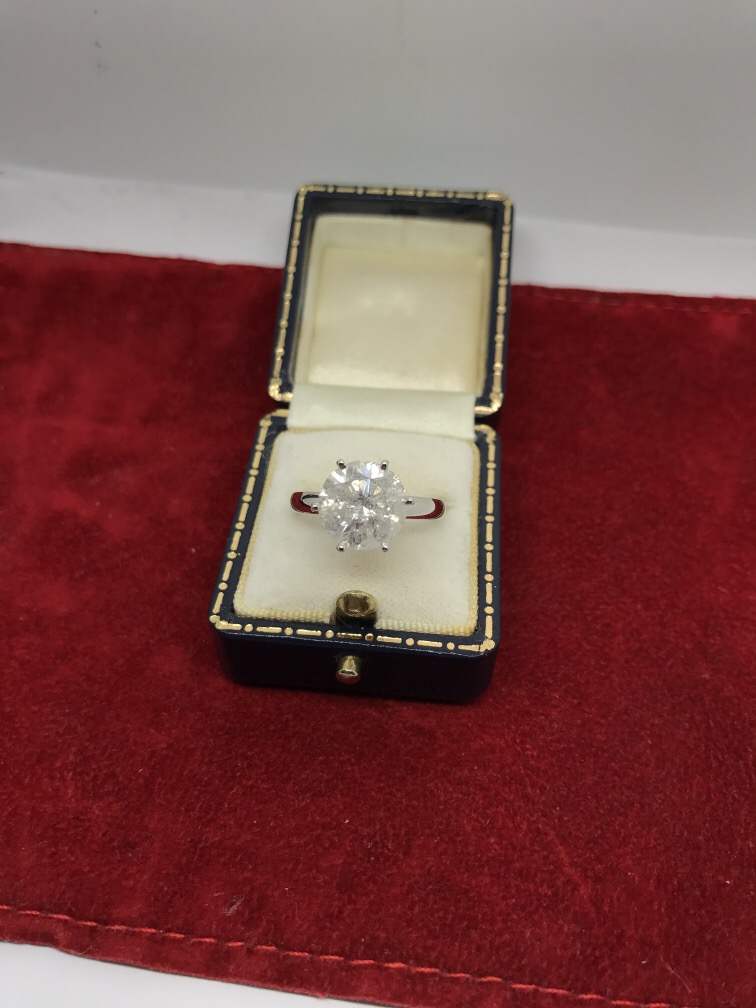 Lot 5 - 4.20ct DIAMOND SOLITAIRE RING SET IN WHITE METAL TESTED AS 18ct WHITE GOLD