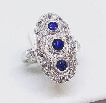 Lot 7 - 18CT GOLD SAPPHIRE & DIAMOND DECO STYLE RING