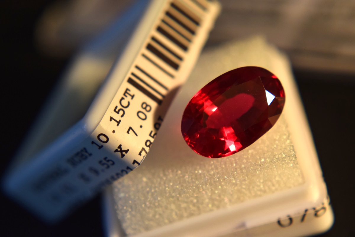 Lot 13 - LARGE 10.15CT Natural Ruby with Certificate Card & Laboratory Box