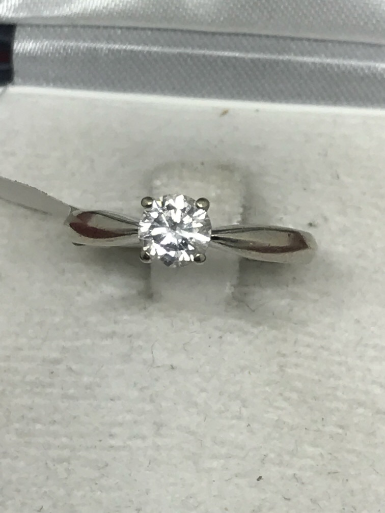 Lot 58 - 18ct WHITE GOLD 0.60ct DIAMOND SOLITAIRE RING