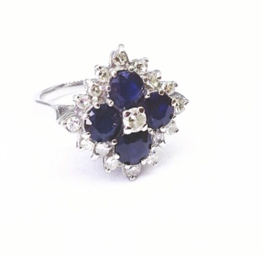 Lot 9 - 18CT WHITE GOLD SAPPHIRE & DIAMOND RING