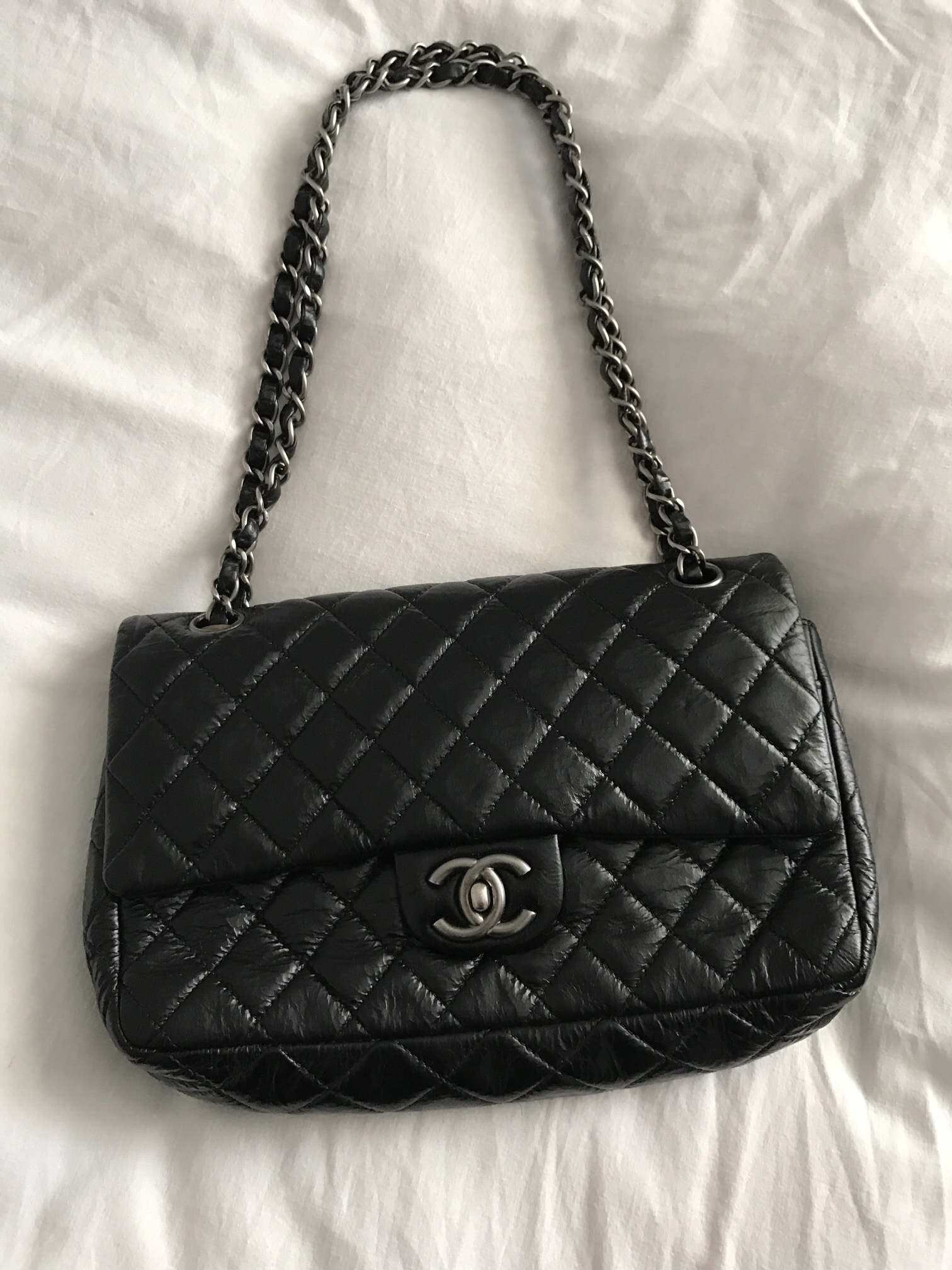 Lot 19 - CHANEL HANDBAG