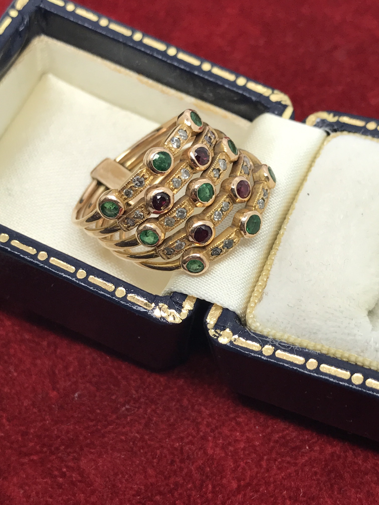 Lot 32 - IMPRESSIVE ART DECO EMERALD, RUBY & DIAMOND RING