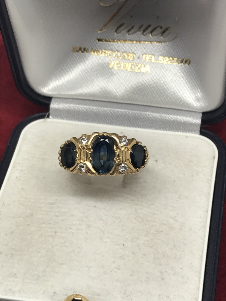Lot 50 - 18ct SAPPHIRE & DIAMOND RING