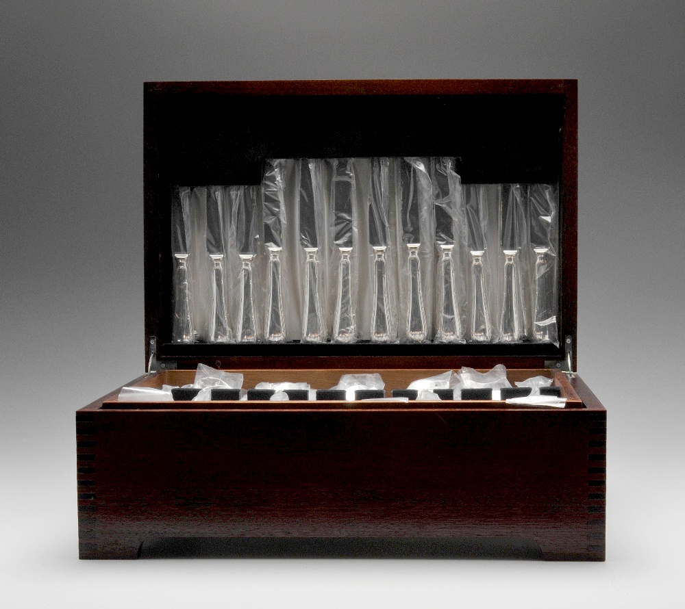 Lot 392 - A modern EPNS canteen for twelve place settings and including fish knives and forks, each piece with