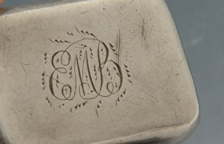 Lot 767 - A George III silver vinaigrette, the small plain oblong form with initial engraving opening to a