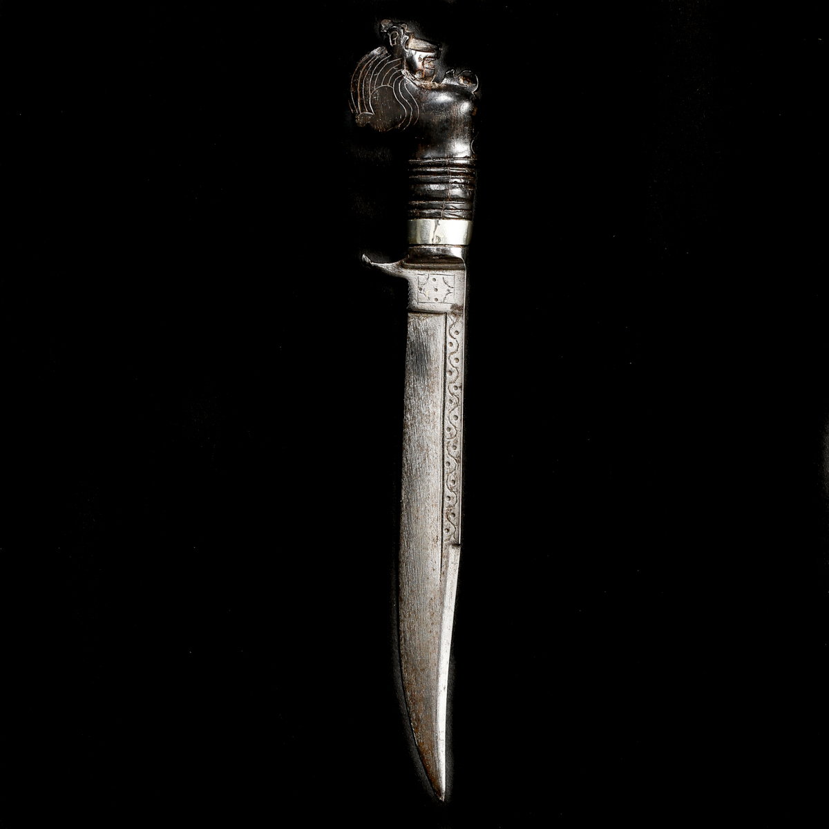 A rare Ceylonese knife kirichchiya. Slightly curved SE blade 15cms dated 1939 and with single - Image 2 of 3