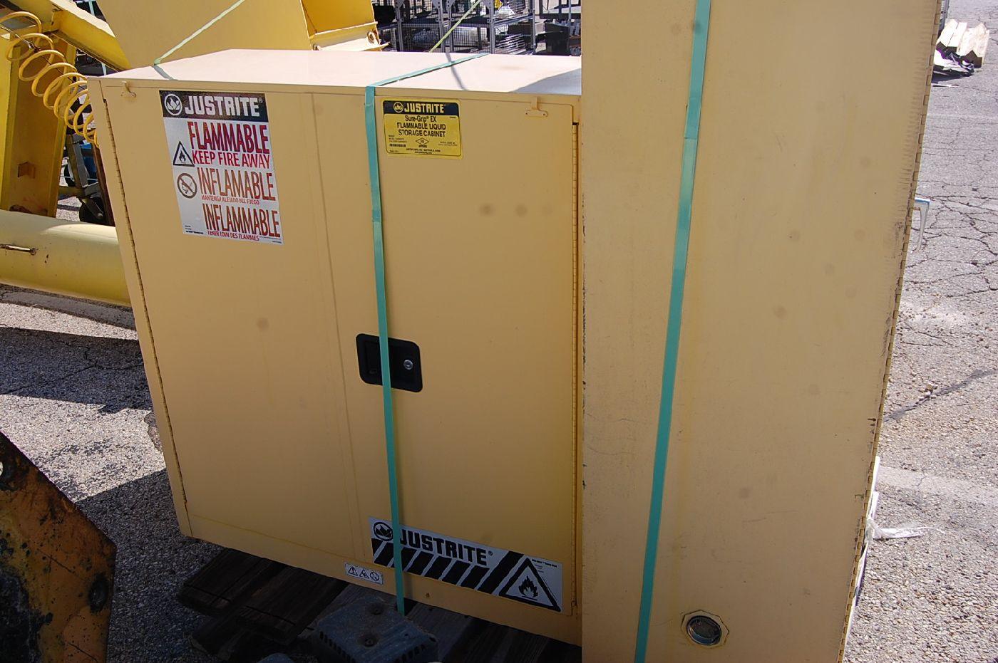 Justrite 45-Gallon Flammable Liquids Storage Cabinet - Image 3 of 3