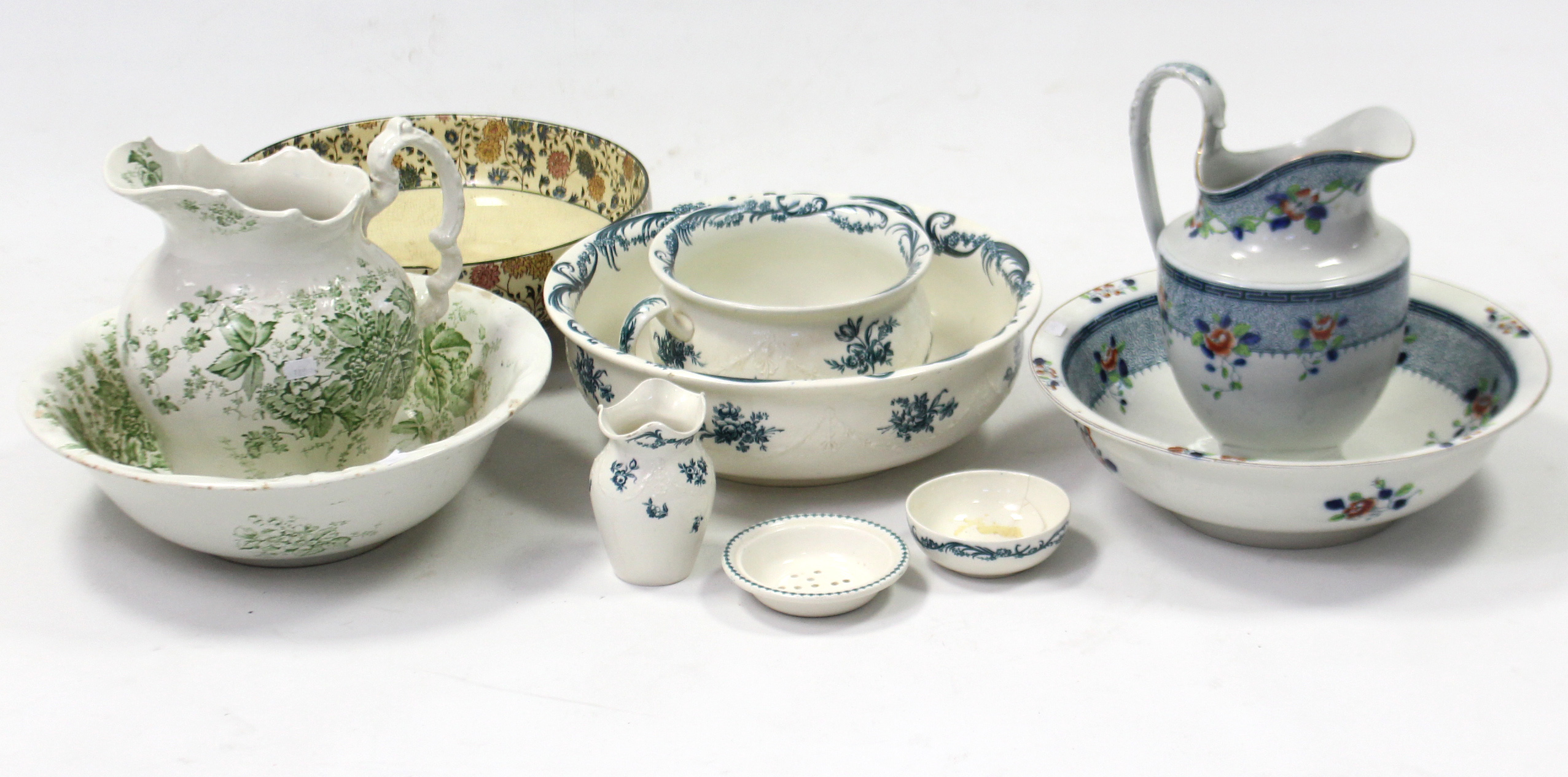 "Lot 189 - A Wedgwood of Etruria ""Wren"" pattern four-piece part toilet set; two floral decorated toilet"