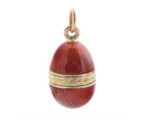 A RUSSIAN GOLD AND GUILLOCHE ENAMEL EGG PENDANT, WORKMASTER HENRIK WINGSTROM, ST. PETERSBURG, 1899-1904the ovoid body enamell