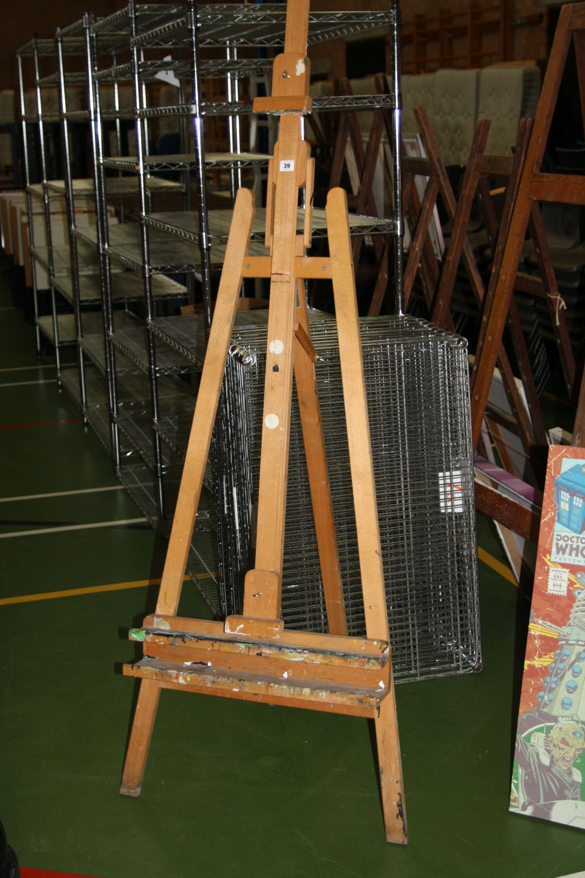 Lot 39 - A MODERN BEECHWOOD FULLY ADJUSTABLE FOLDING ARTISTS EASEL, height adjustable from 170cm to 240cm (