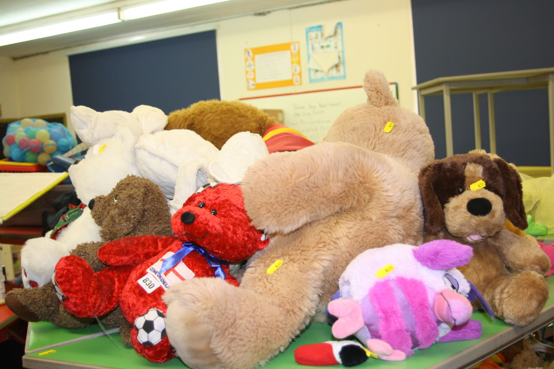 A QUANTITY OF TEDDY BEARS AND TOYS, including large Polydron, shop and kitchen toys, etc