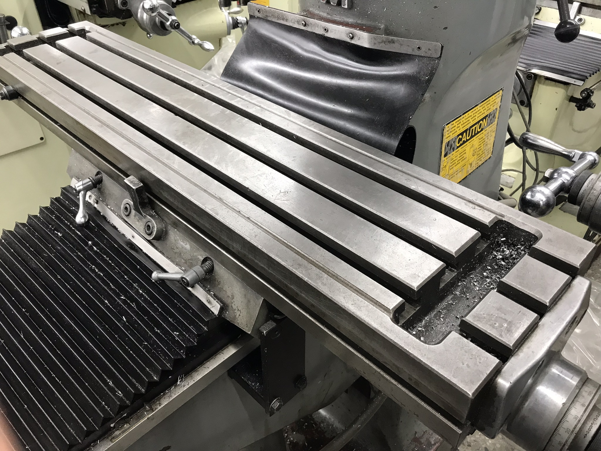 "Supermax Titan Series Vertical Mill Model YO-1.5VS-T, 9"" x 42"" Table Sargon 3- Axis DRO, Collets, - Image 3 of 4"