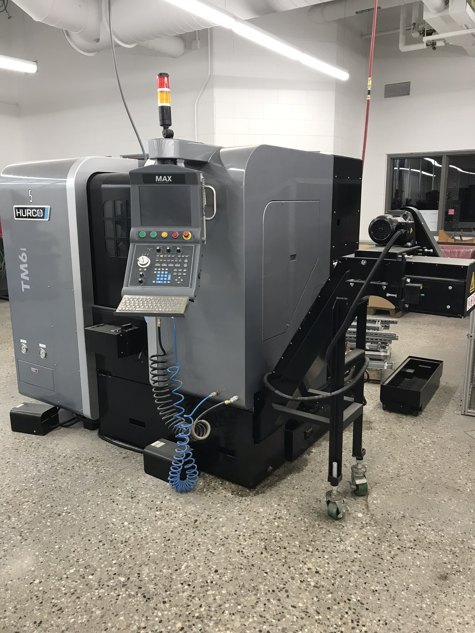 Hurco TM-6i CNC Lathe, Winmax Classic Package, Rigid Tap, Renishaw Presetter, Chip Conv, 400 Hours! - Image 2 of 13