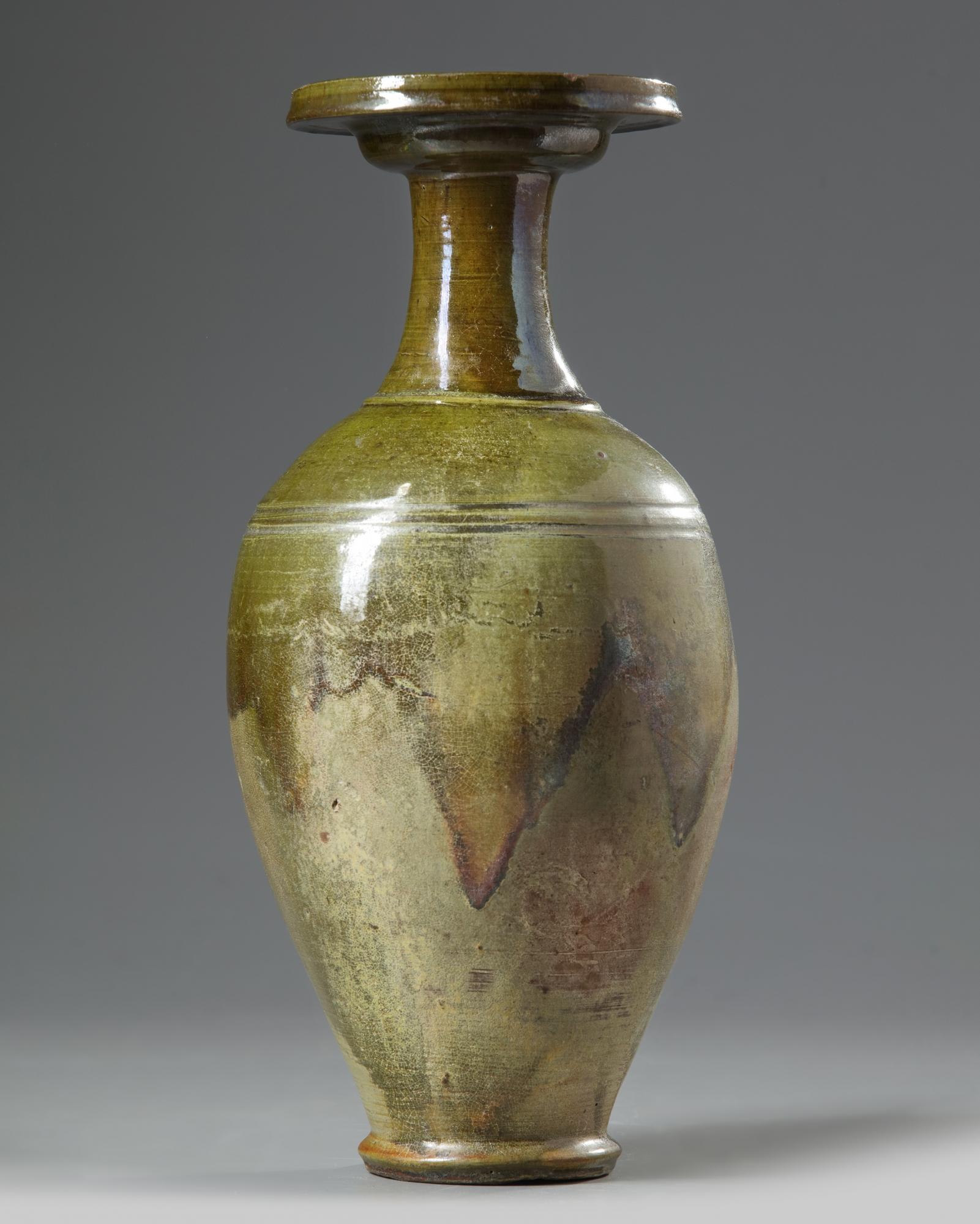 Lot 10 - A Chinese green-glazed pottery vase