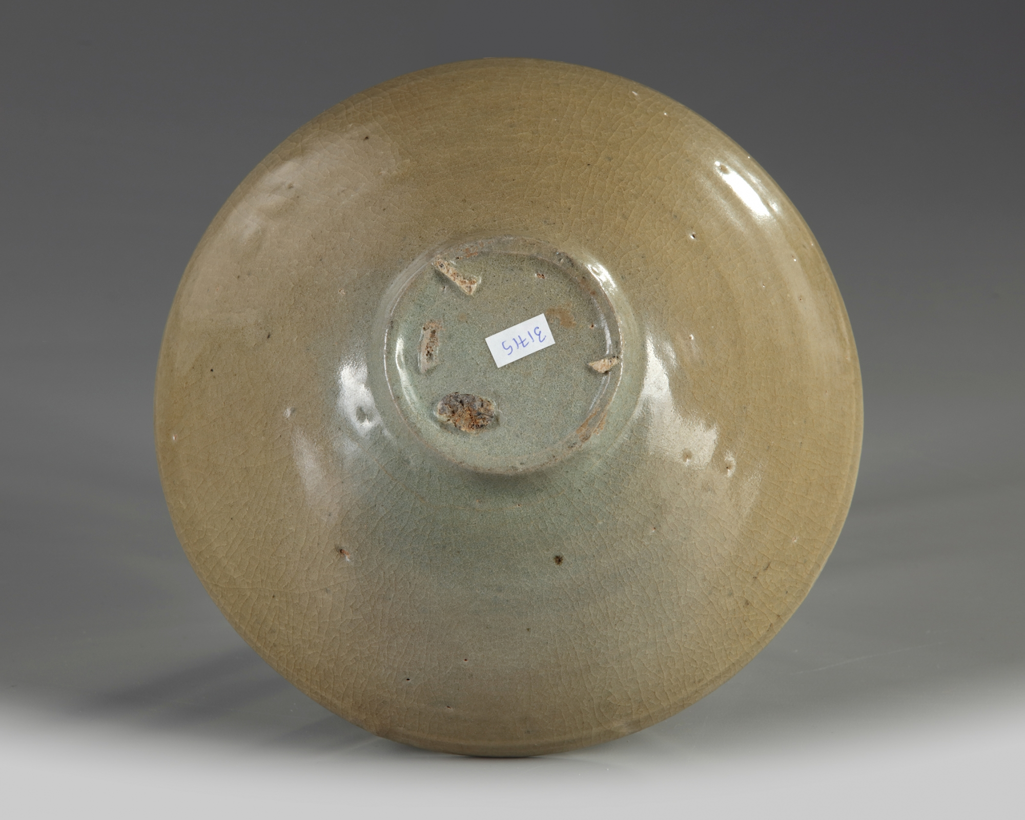 Lot 48 - A Korean celadon glazed bowl