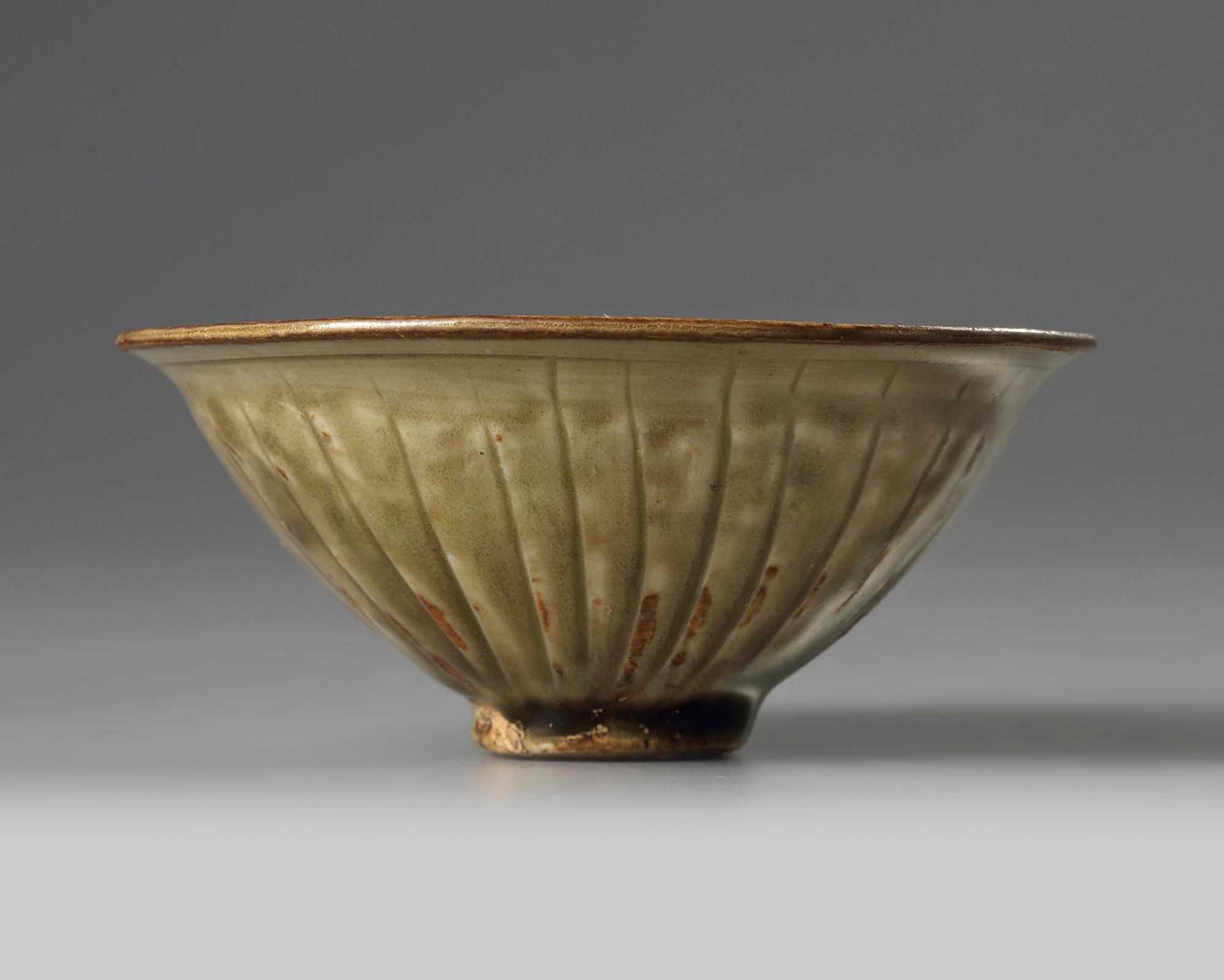 Lot 16 - A Yaozhou celadon-glazed 'chrysanthemum' bowl