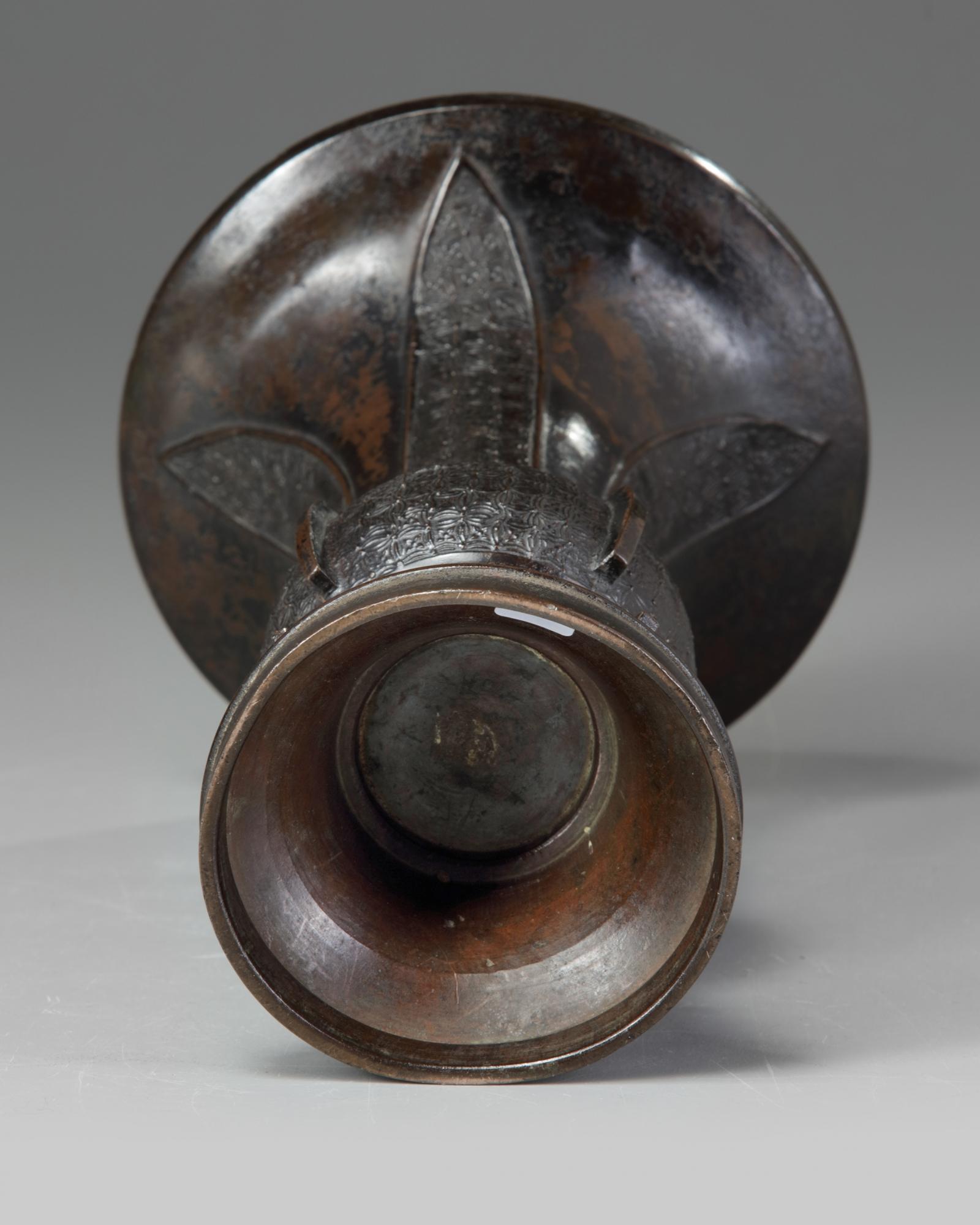 Lot 34 - A Chinese bronze 'archaistic' gu vase