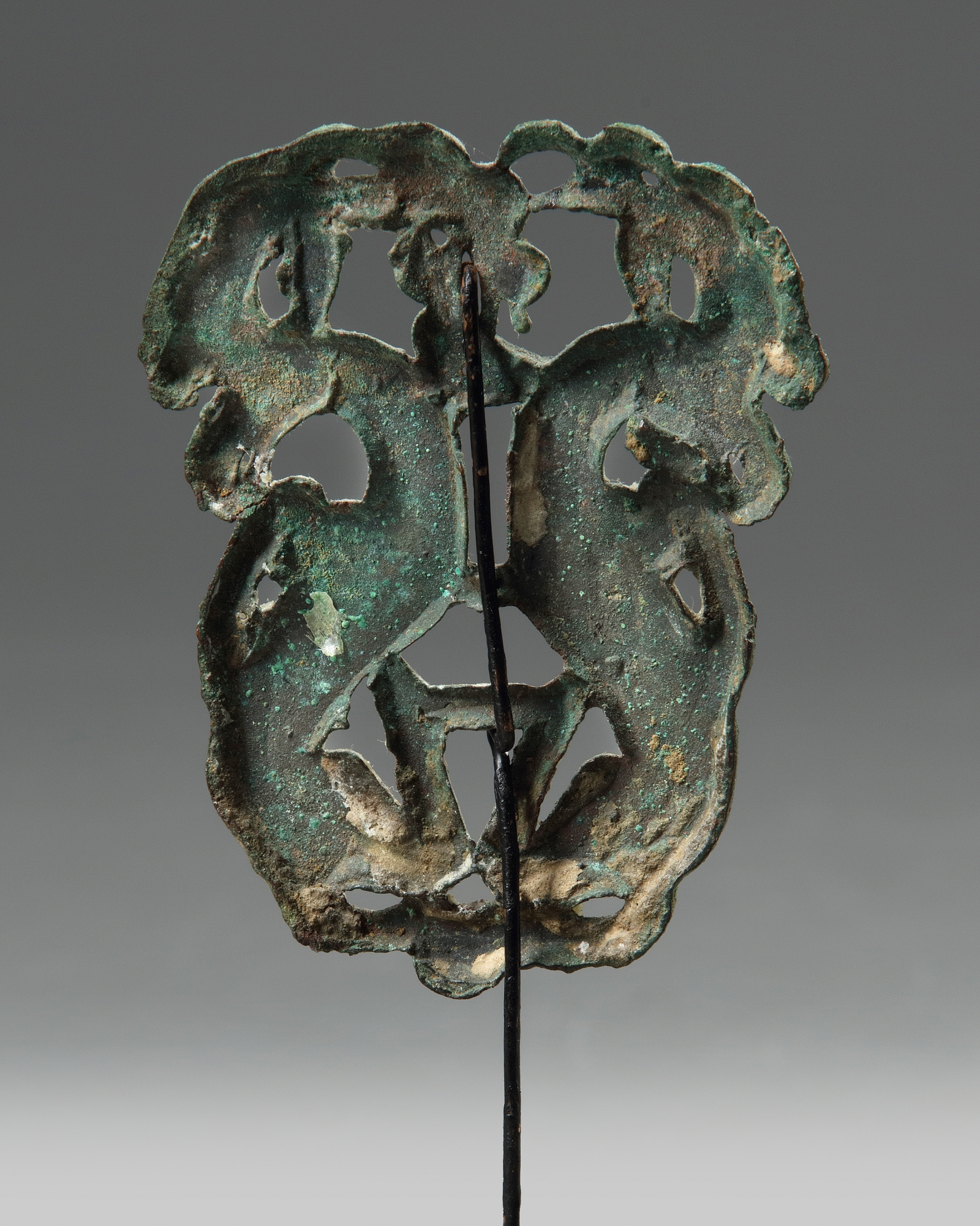 Lot 18 - An Ordos bronze 'twin-ibex' fitting