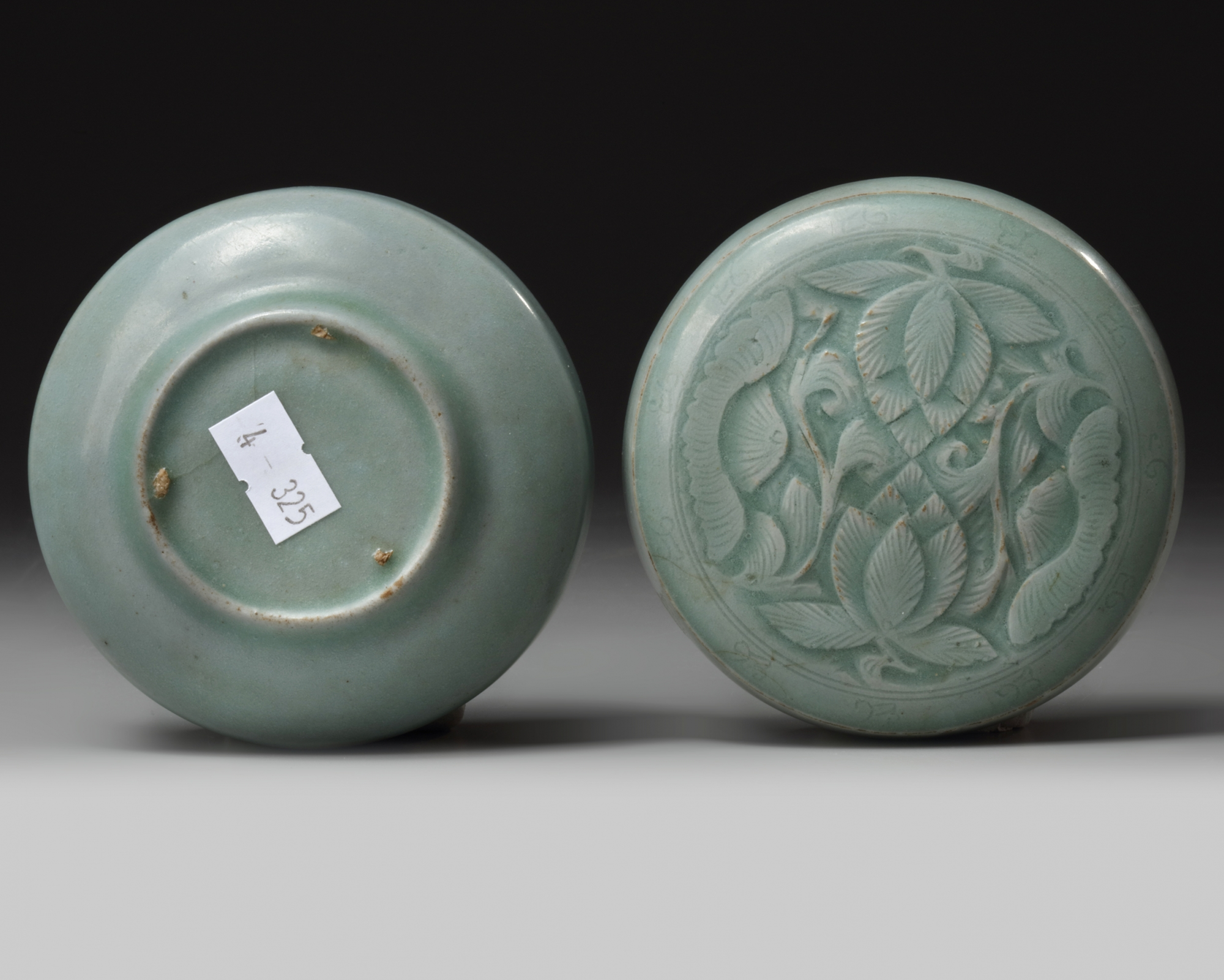 Lot 47 - A Korean celadon glazed cosmetic box and cover