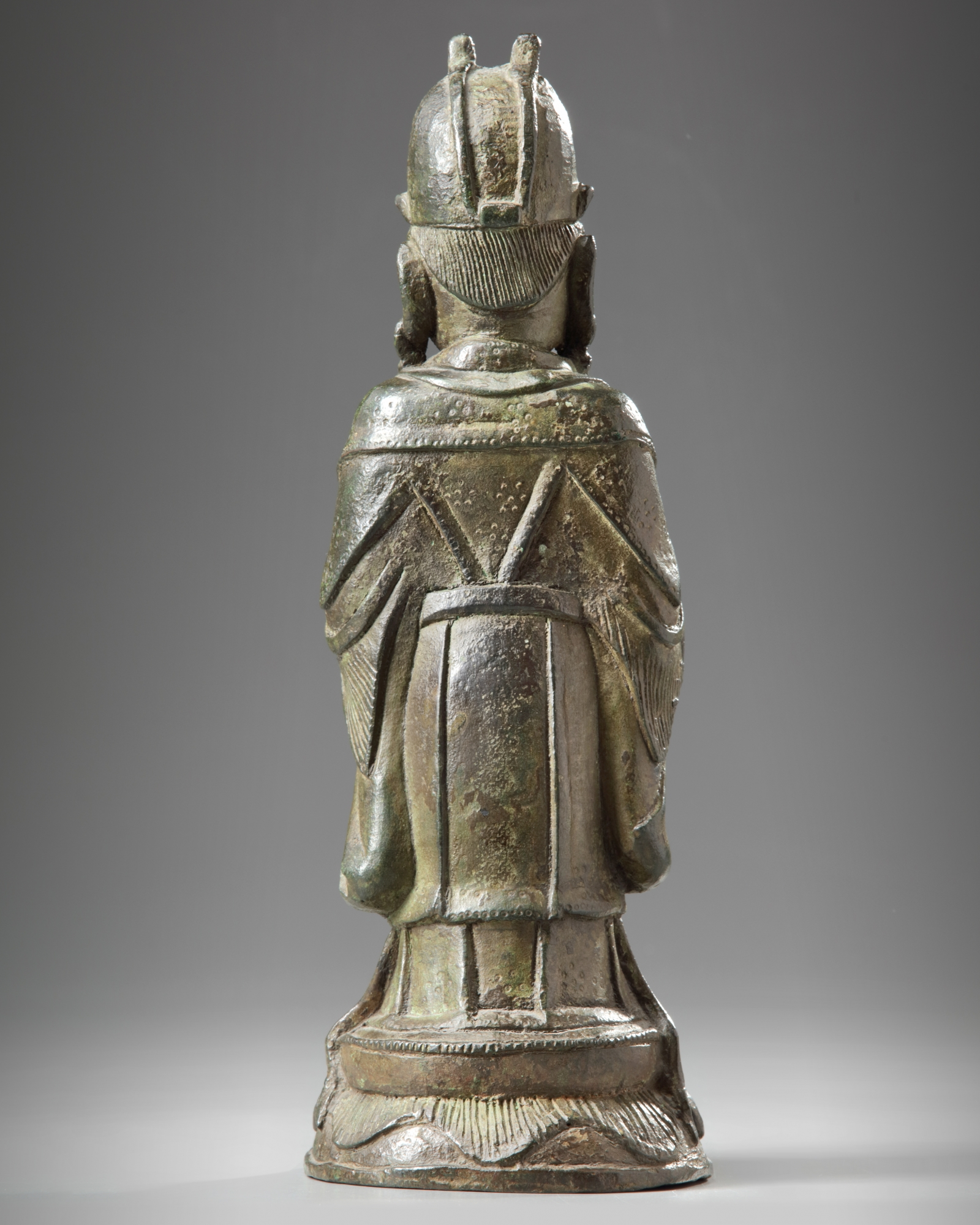 Lot 28 - A Chinese bronze figure of an official