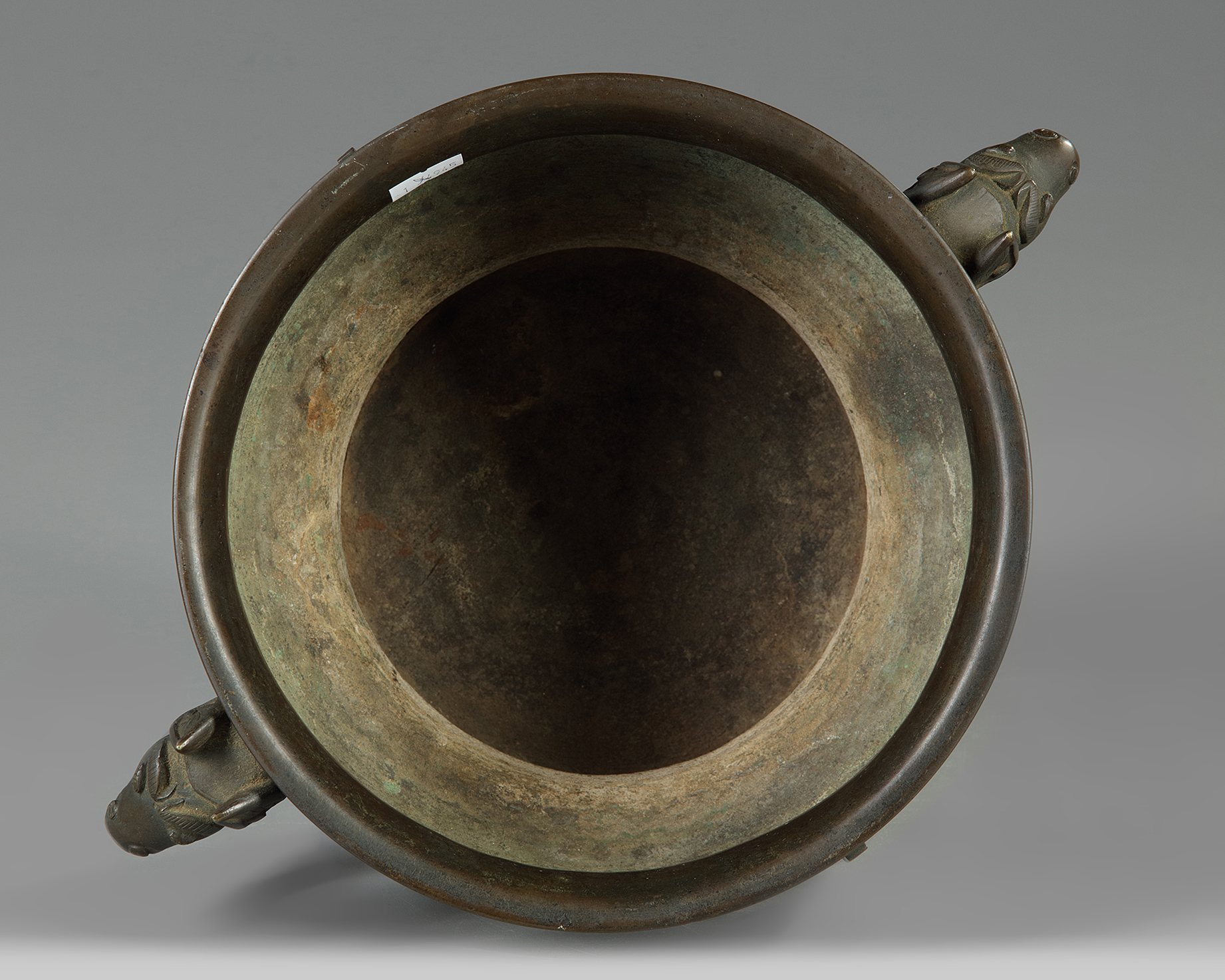 Lot 20 - A Chinese bronze 'archaistic' censer, gui