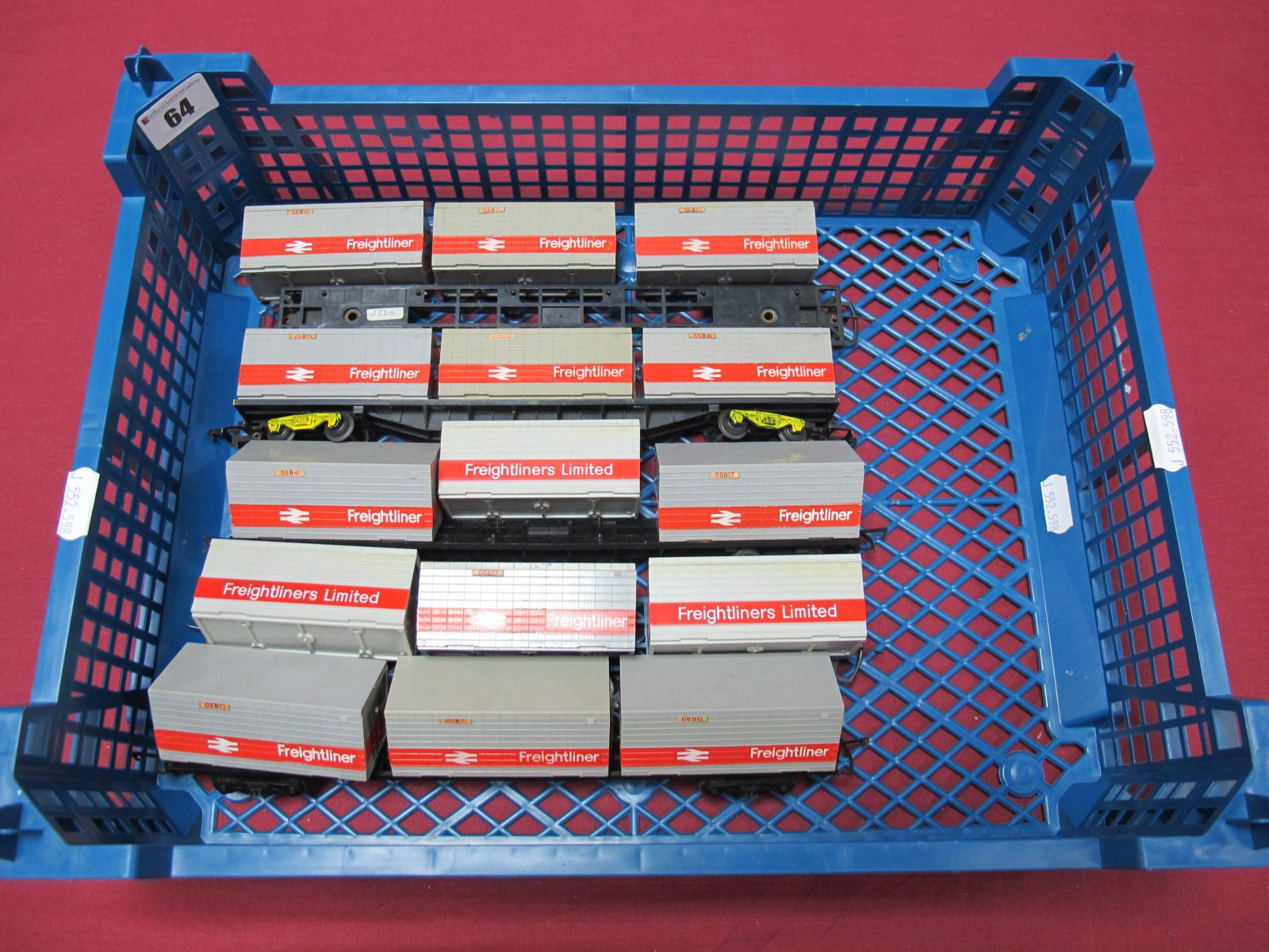 Lot 64 - Five Hornby 'OO' Gauge Freightliner Wagons, complete with three grey and red banded containers per
