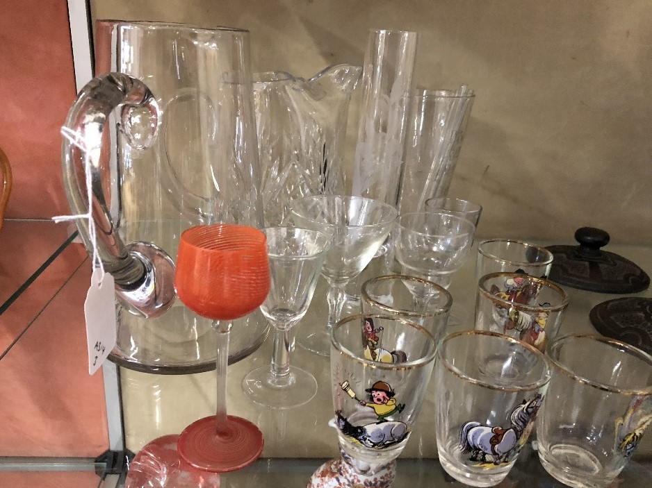 Lot 25 - An assortment of glassware including Thelwell shot glasses.