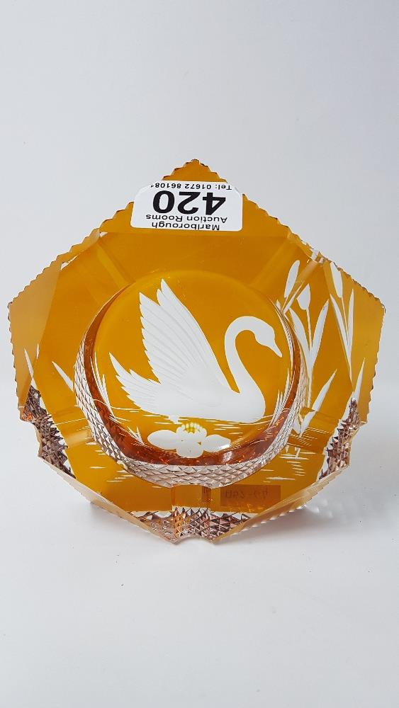 Lot 29 - A fine yellow amber glass ash tray with etched swan to the well. In the manner of Baccarat.