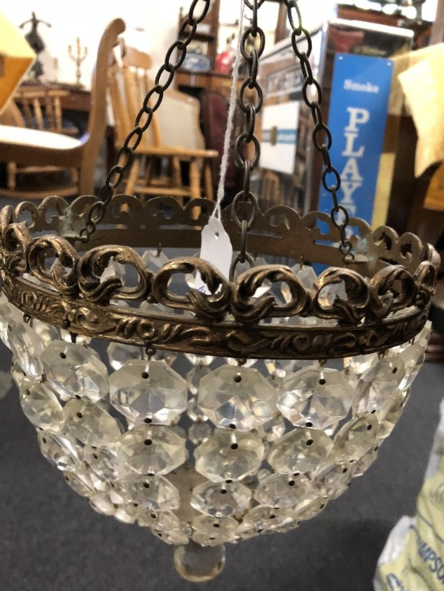 Lot 32 - A pair of matching bag chandeliers.