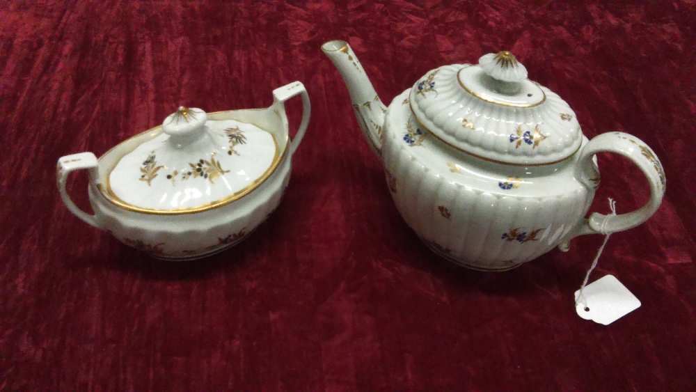 Lot 46 - A Chamberlain Worcester teapot and a Chamberlain Worcester sucrea and cover.