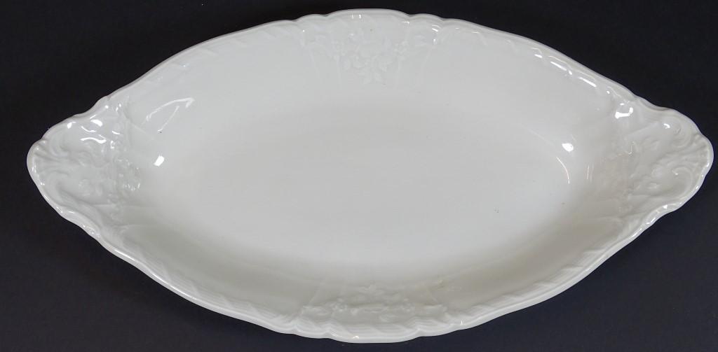"ovale Schale ""KPM"" Berlin, weiss mit Reliefdekor, 26x13,5 cm"