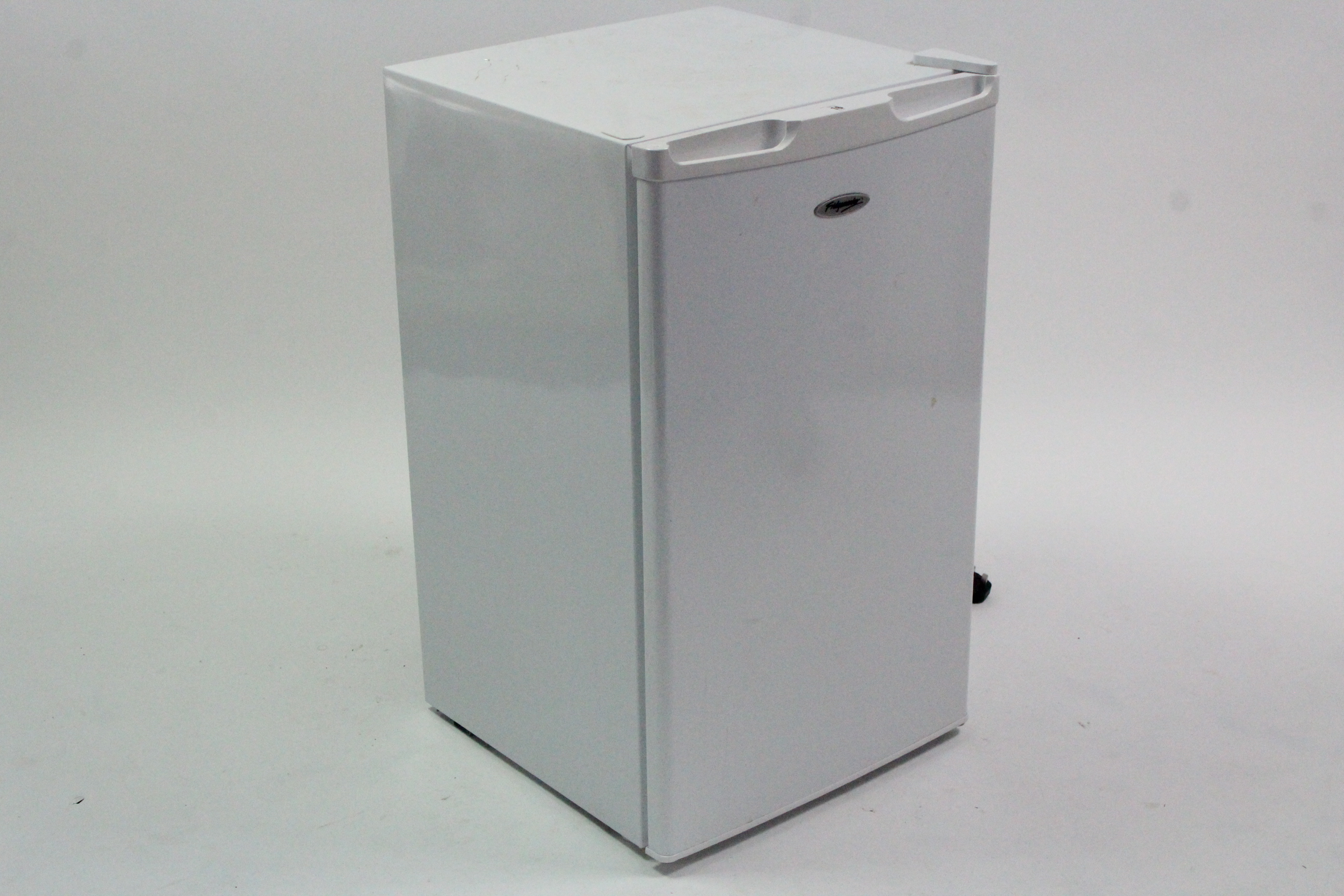 Lot 16 - A Fridge master under-counter freezer in white-finish case, w.o.