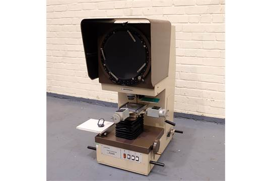 A MITUTOYO Type PJ300 Bench Type Profile Projector, 300mm